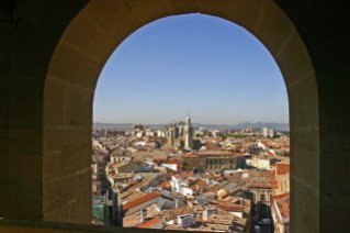 pamplona-arch-window